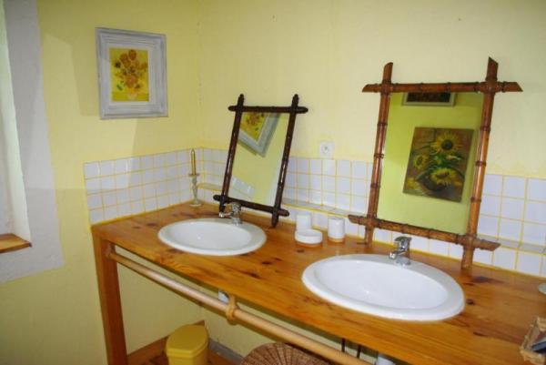 La salle de bains attenante à la chambre verte